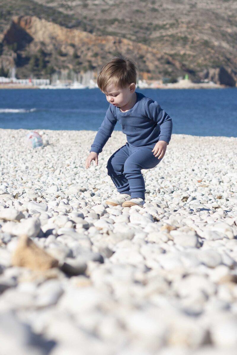 Fun2bemum dres dzieciecy dla dzieci prazkowany babywearing cotton overall for kids lifestyle 3